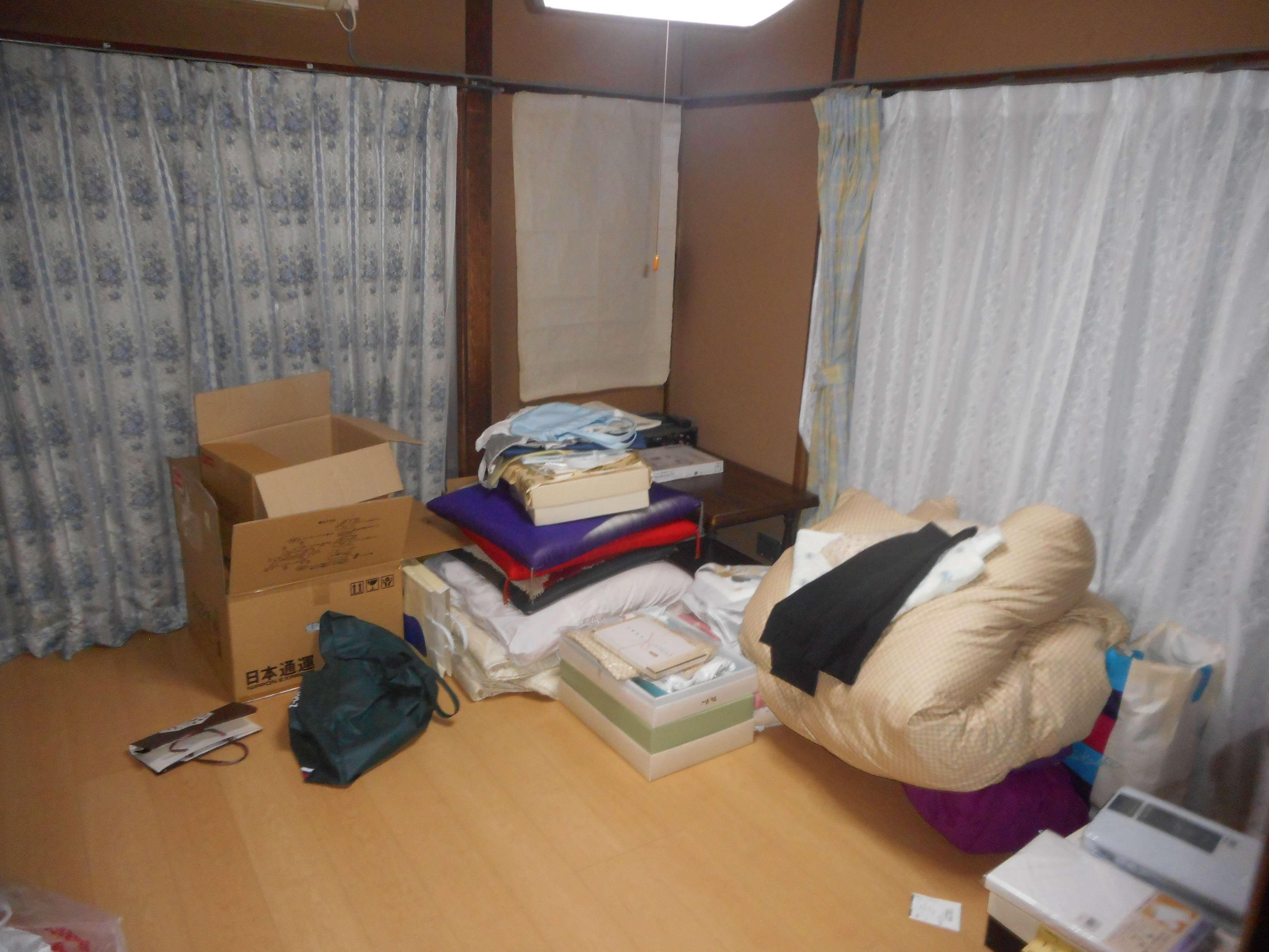 遺品整理前の部屋