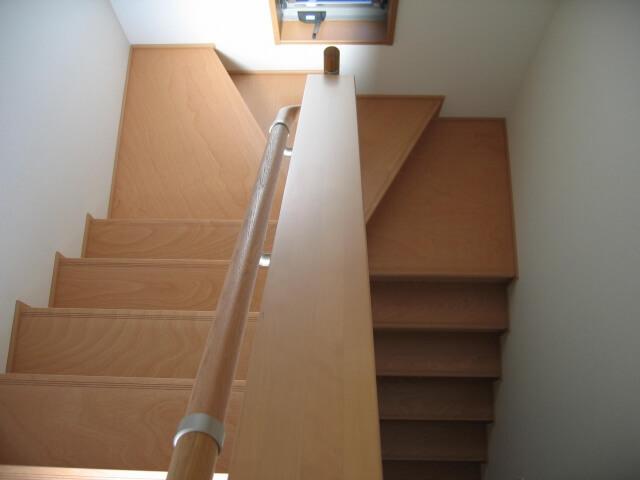 三階建ての戸建住宅の整理作業